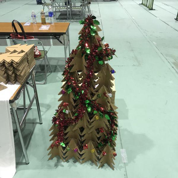 クリスマスツリーダンボール製