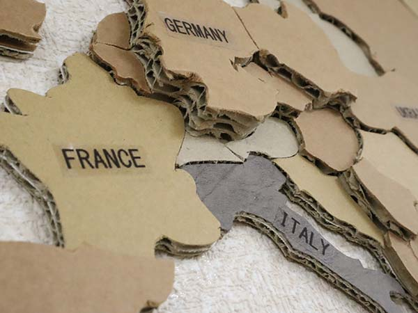 ダンボール世界地図